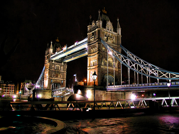 Landscape Painting - London Bridge At Night by Dean Wittle