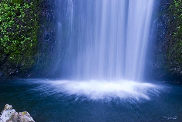 Multnomah Falls Photograph - Lower Multnomah Falls by Larry Keahey