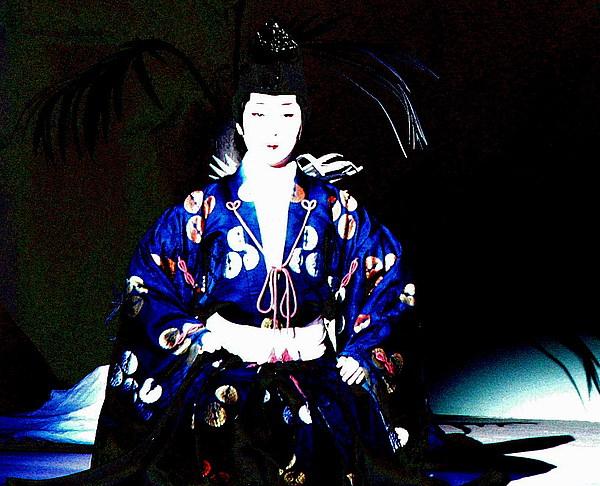 The Life of a Geisha - Memoirs of a Geisha: a Reading Map  Man Serves Geisha