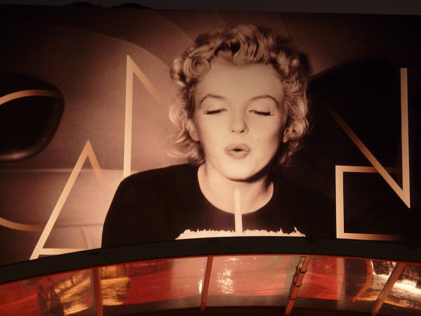 Marilyn Photograph - Marilyn Over The Red Carpet by Christine Burdine