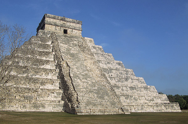 Horizontal Photograph - Mayan Ruins At Chichen Itza, Kukulcans Pyramid, Yucatan, Mexico by Tom Brakefield