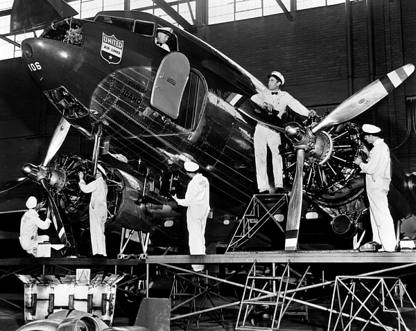 1940s Photograph - Mechanics Give A United Airlines by Everett