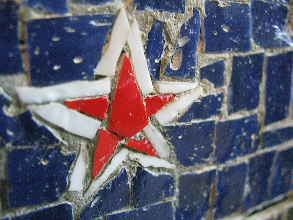Star Photograph - Mural Star by Leslie Joy Centeno