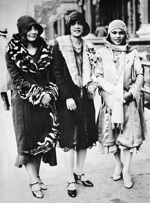 1927 Photograph - New York - Harlem C1927 by Granger
