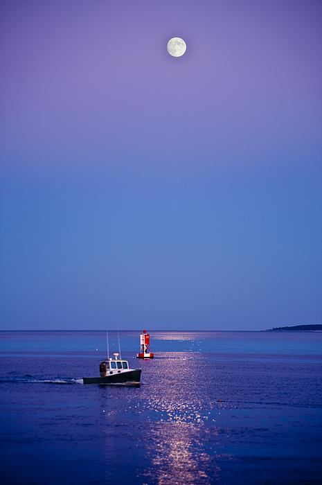 Maine Photograph - Ocean Moonrise by Steve Gadomski