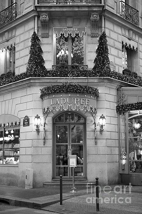 Paris laduree christmas lights paris black and white for Laduree christmas