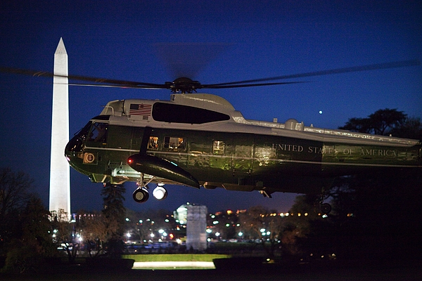 History Photograph - President Obama Reading As Marine One by Everett