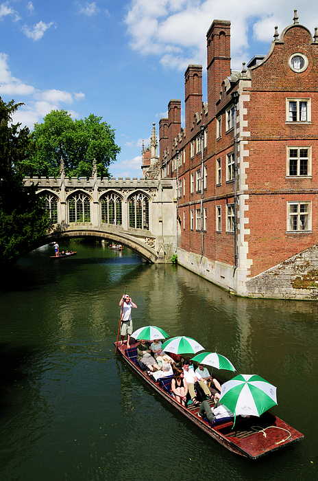 Cambridge Photograph - Punting By The Bridge Of Sighs At St Johns College by Liz Pinchen