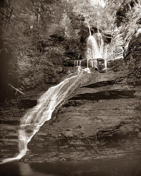 Pennsylvania Photograph - Raymondskill Falls by Shel Perkins