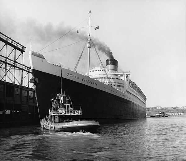 Historic Photograph - Rms Queen Elizabeth by Dick Hanley and Photo Researchers