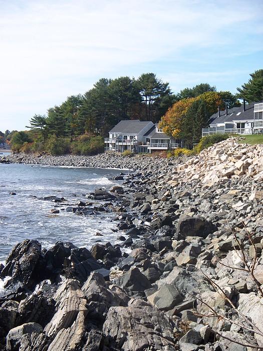 Seascape Photograph - rocky cliffside II by Rosanne Bartlett