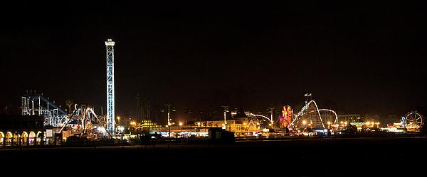 Santa Photograph - Santa Cruz Boardwalk By Night by Brendan Reals