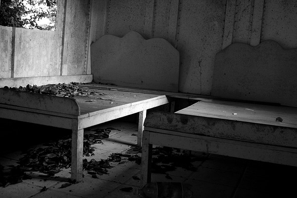 Beds Photograph - Sin Regresar by Agustin Fas