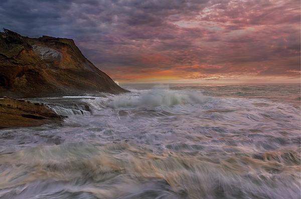 Cape Kiwanda Photograph - Sunset And Waves At Cape Kiwanda by David Gn