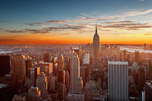 Horizontal Photograph - Sunset Over Manhattan by Inigo Cia