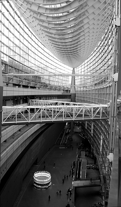 Building Photograph - Tokyo International Forum by Publio Furbino