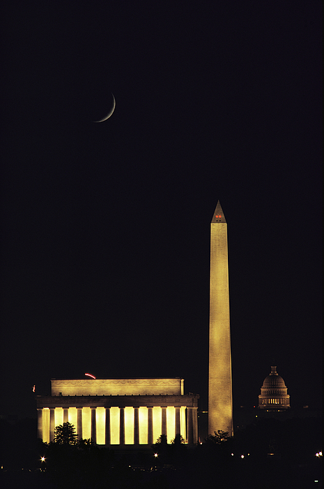 North America Photograph - View Of The Lincoln And Washington by Karen Kasmauski