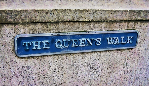 London Photograph - Walk With The Queen Quote by JAMART Photography