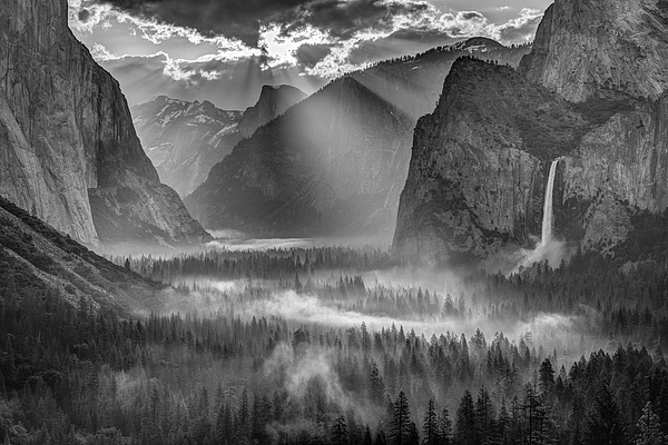 Sun Rays Photograph - Yosemite Morning Sun Rays by Jeff Sullivan