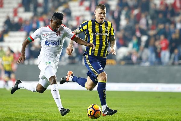 Antalyaspor v Fenerbahce: Turkish Spor Toto Super Lig Photograph by Anadolu Agency