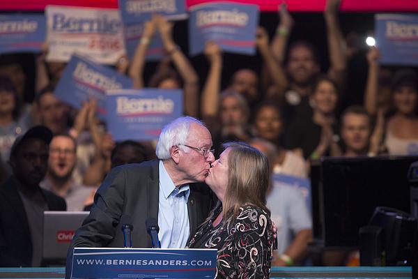 Bernie Sanders Hosts LA Fundraising Reception Photograph by David McNew