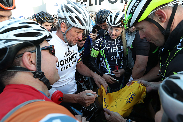 Lance Armstrong Rides With Auckland Locals Photograph by Fiona Goodall