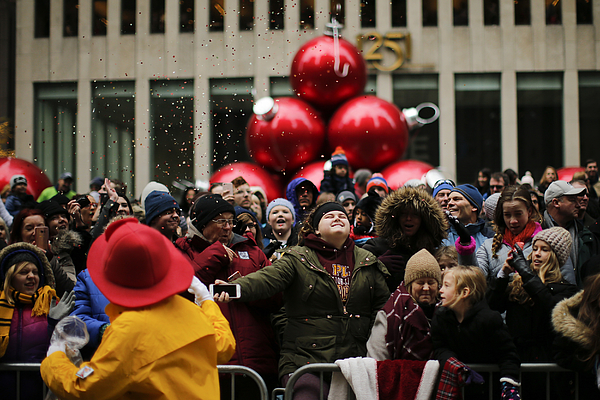 Macys Annual Thanksgiving Day Parade Photograph by Eduardo Munoz Alvarez