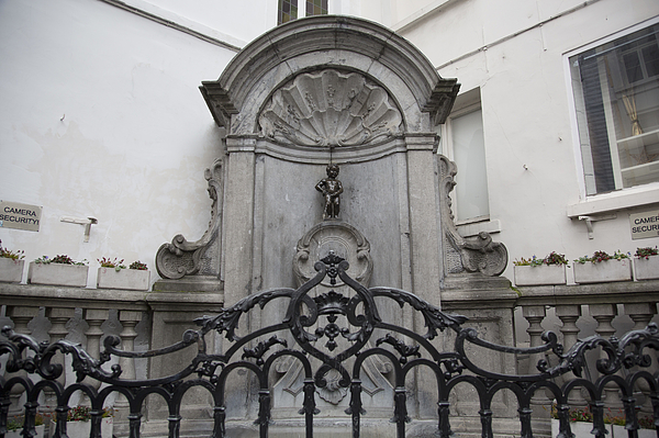 Manneken Pis In Brussels Photograph by Mike Kemp