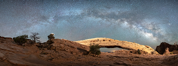 Mesa Arch Milky Way Photograph by Robert Loe