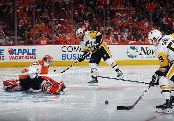 Pittsburgh Penguins v Philadelphia Flyers - Game Six Photograph by Bruce Bennett
