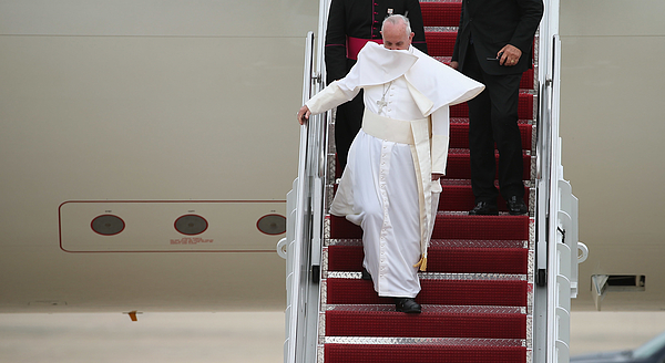 Pope Francis Arrives From Cuba For Visit To D.C., New York, And Philadelphia Photograph by Chip Somodevilla