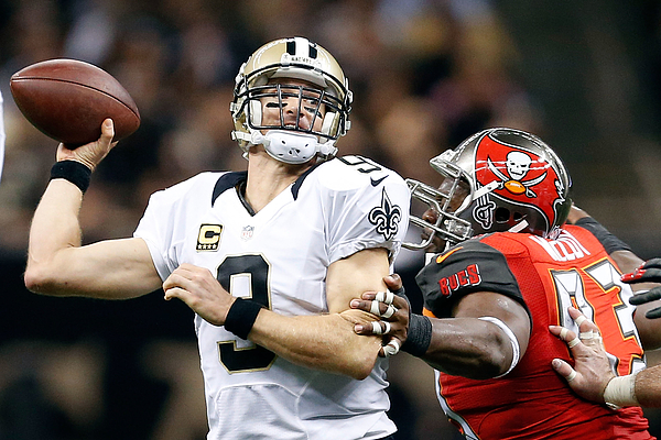 Tampa Bay Buccaneers v New Orleans Saints Photograph by Wesley Hitt