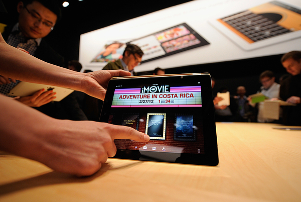 Apple Unveils Updated iPad In San Francisco Photograph by Kevork Djansezian