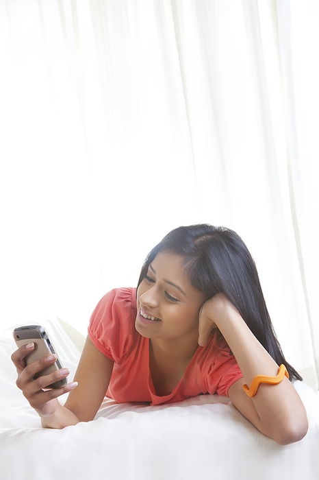Girl looking at picture on mobile phone Photograph by Ravi Ranjan