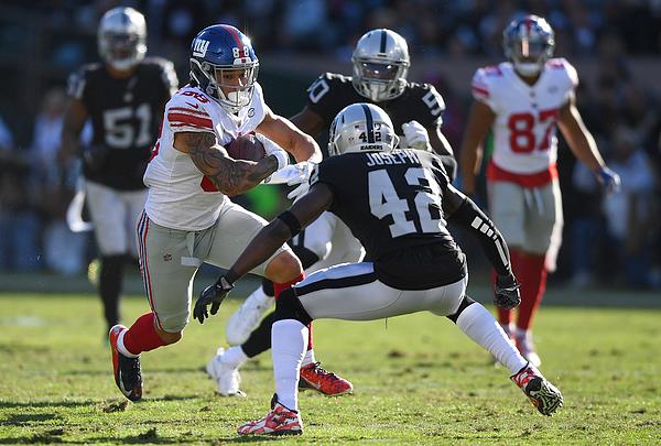 New York Giants v Oakland Raiders Photograph by Thearon W. Henderson