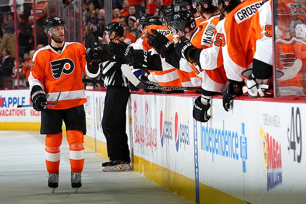 New York Islanders v Philadelphia Flyers Photograph by Patrick Smith