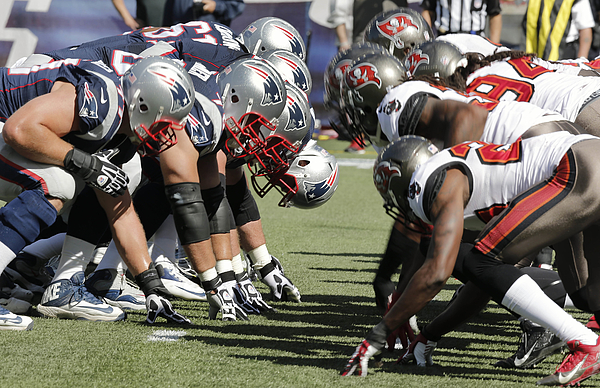 Tampa Bay Bucaneers v New England Patriots Photograph by Winslow Townson