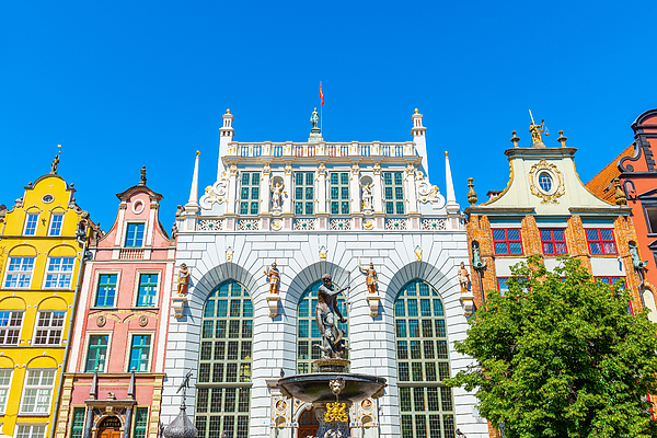 Artus Court With Neptune Fountain In Gdansk Photograph by Syolacan