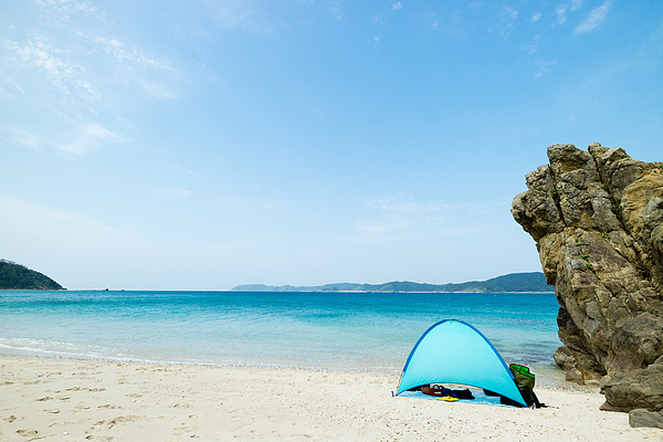 Camping on tropical beach paradise Photograph by Sam Spicer