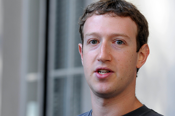 Facebook CEO Mark Zuckerberg Visits Computer Science Students At Harvard And MIT Photograph by Darren McCollester