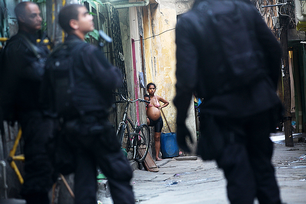 Federal Forces Occupy Mare Favela Complex Photograph by Mario Tama