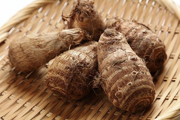 Fresh harvested, Satoimo potatoes.(taro, taro root). Photograph by Key05