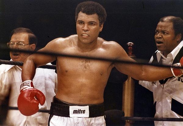 Heavyweight Championship: Muhammad Ali v Earnie Shavers Photograph by Robert Riger
