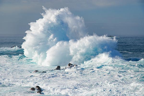 Huge Waves Crashing On Sea Against Sky Photograph by Piotr Hnatiuk / EyeEm