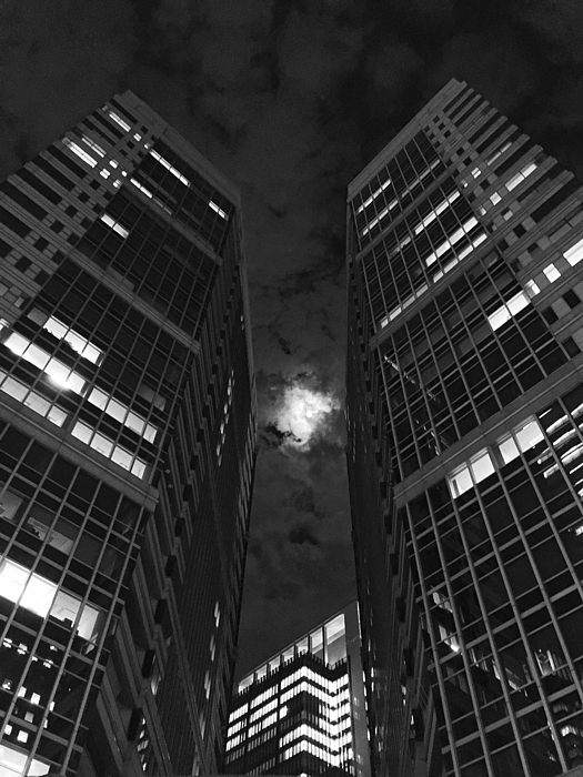 Low Angle View Of Skyscraper Photograph by Jeff Griffin / EyeEm