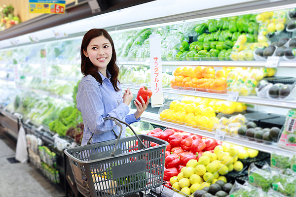 Mid adult woman buying grocery in supermarket Photograph by Koji_Ishii