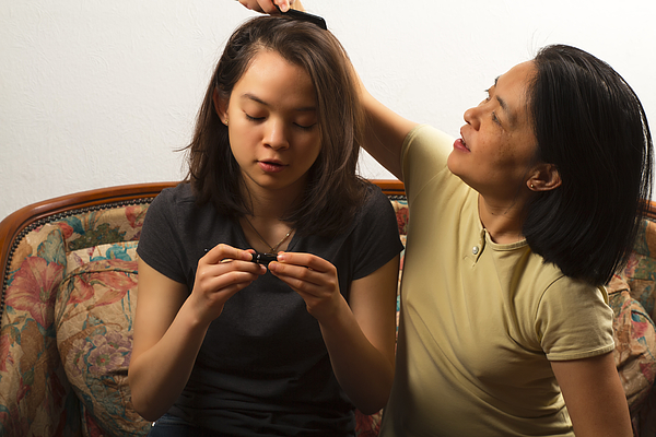 Mom combing her daughter Photograph by Jean-Marc PAYET
