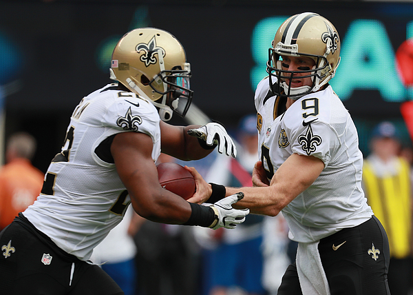 New Orleans Saints v New York Giants Photograph by Michael Reaves