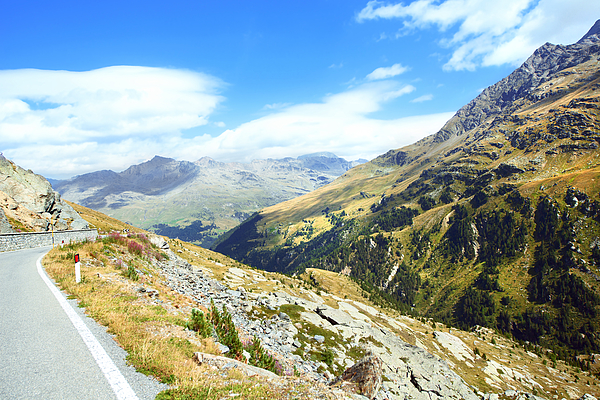 Passo Gavia, the road to Santa Valfurva. Photograph by Gina Pricope