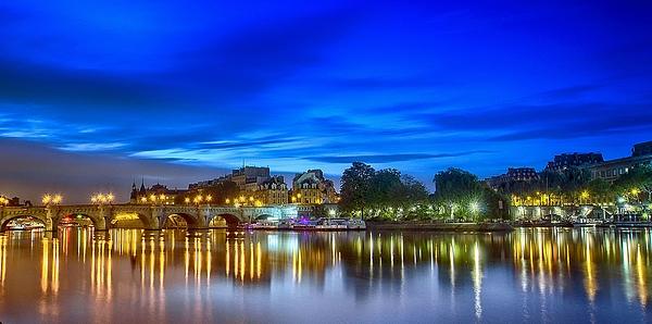 Pont-neuf,ile De La Cité Photograph by Stéphanie Benjamin